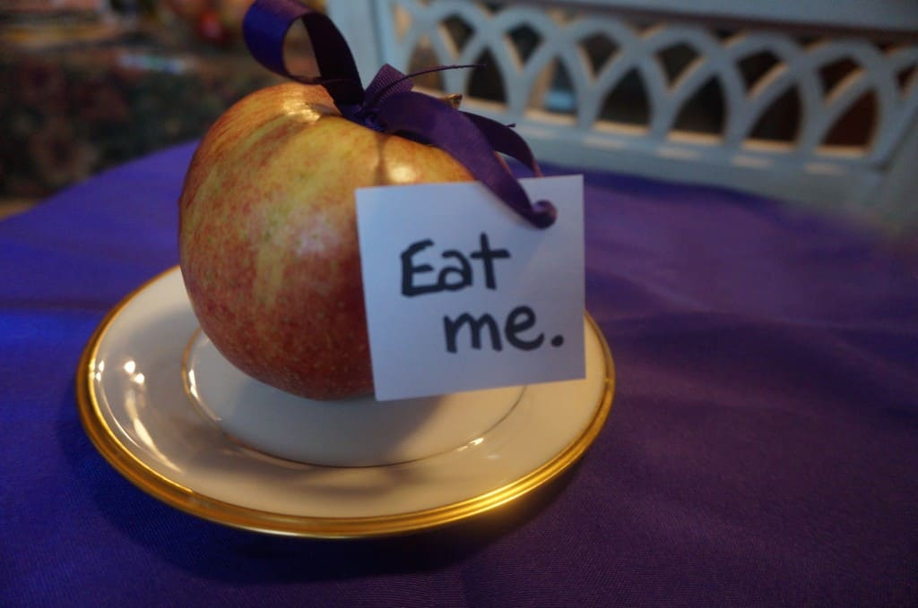Interesting Ways to Eat An Apple